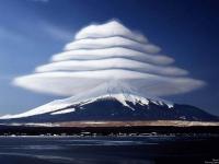 Лентикулярное облако над Фудзиямой