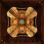 Эйфелева башня. Вид снизу. Париж, Франция