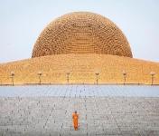 Храм Ват Пхра Дхаммакая, Таиланд. На куполе установлено 300.000 статуэток Будды