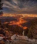Вид на город Колорадо-Спрингс со Скалистых гор, США